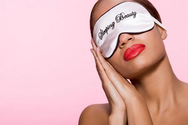 ¿Sabías que la piel trabaja más durante la noche que en el día? Aprende a cuidarla