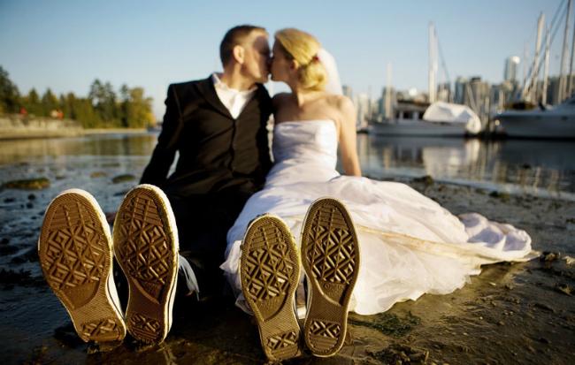 Trash the dress: Tendencia en fotografía de bodas