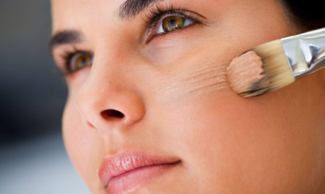 Cómo aplicar de manera correcta una base de maquillaje