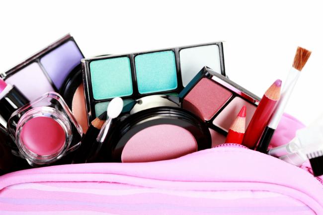 Los 5 básicos de tu maquillaje que no pueden faltar en tu neceser