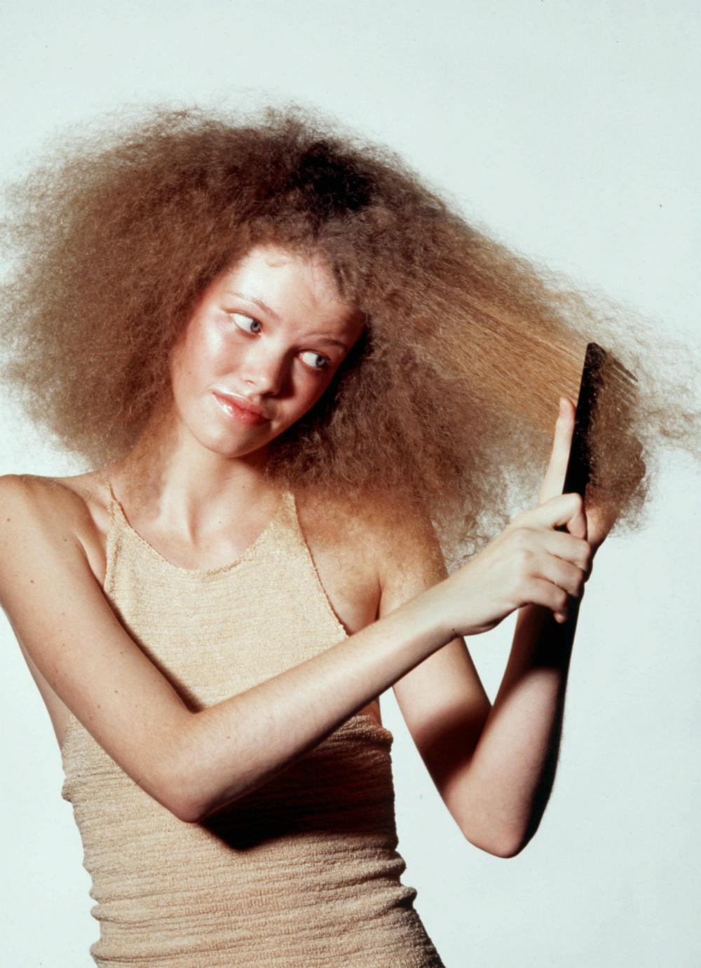 10 consejos sencillos para cuidar tu cabello ondulado dentro de tu rutina