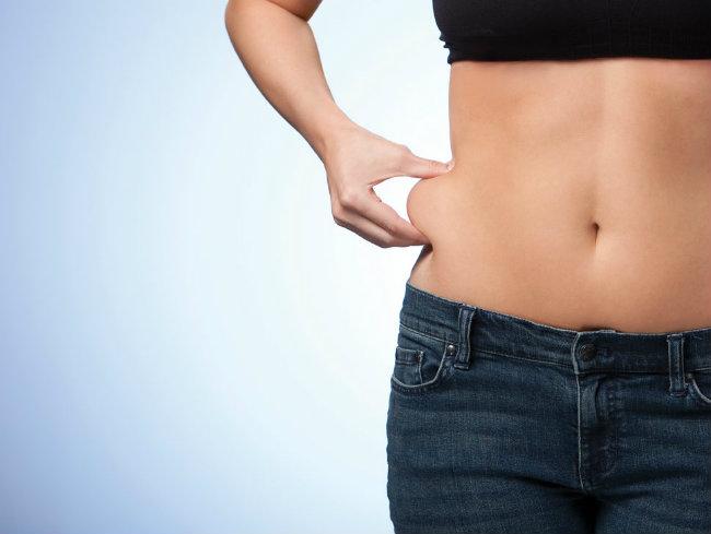 Fumar aumenta la grasa abdominal en las mujeres